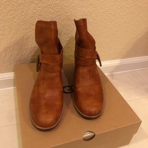 Ugg Elora ankle boot sz 9
